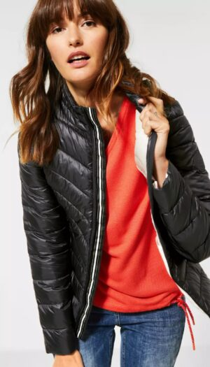 Sporty Quilted Jacket in Black - The Purple Orange